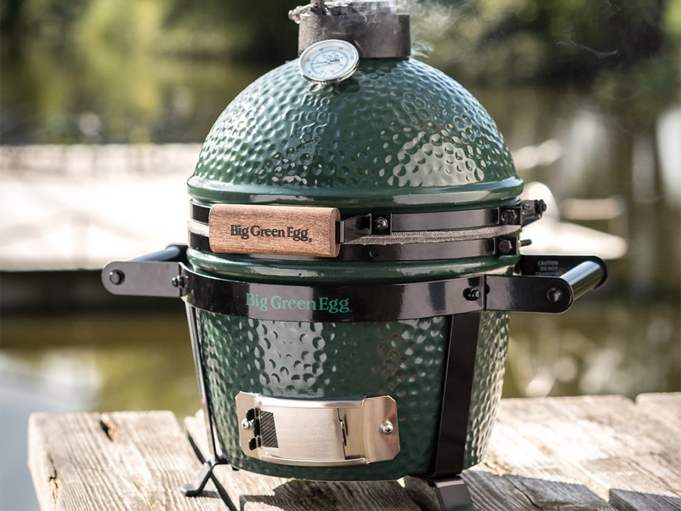 Big Green Egg Mini buiten